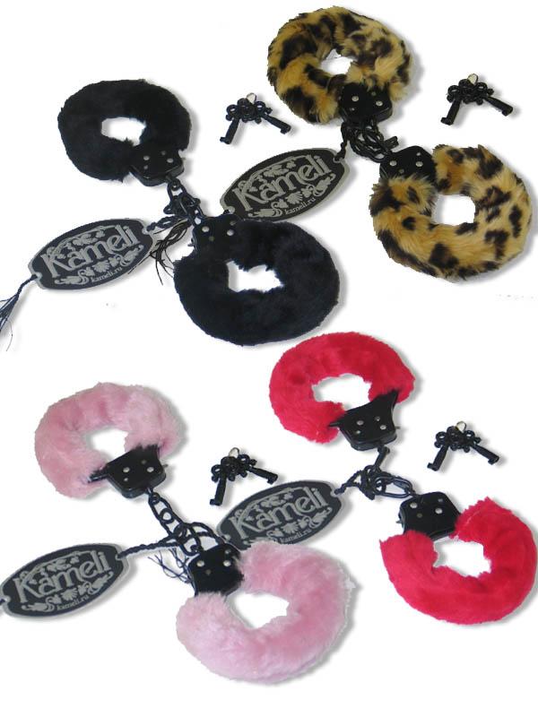 Металлические наручники в комплекте с ключами