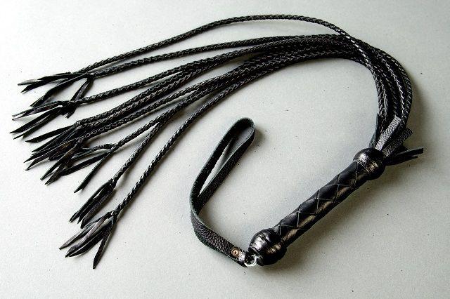 Плеть многохвостка из чёрной кожи - фото 291827