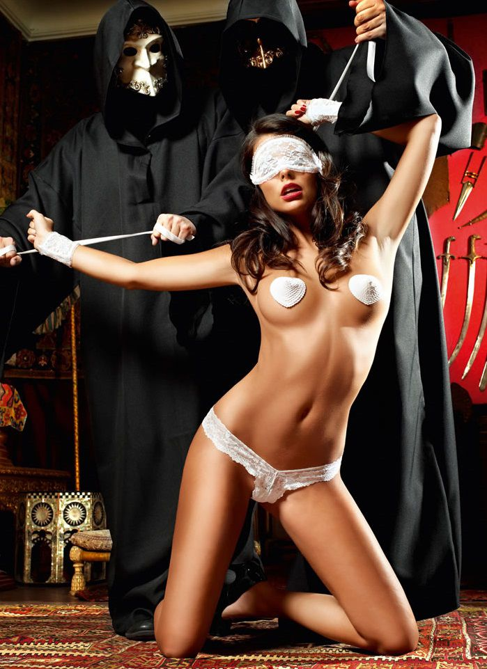 Игровой костюм  Подружка инквизитора : трусики, повязка на глаза, пестисы, кружевные манжеты - фото 211180