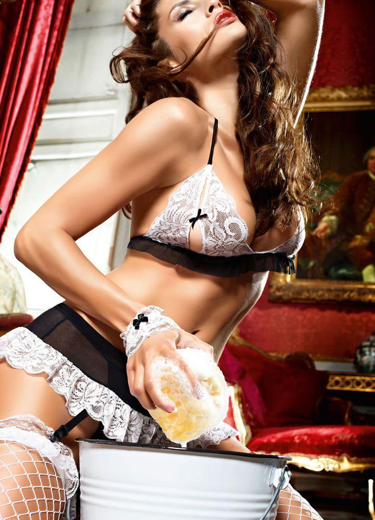 Костюм секси-горничной: топ, мини-юбка с подвязками, трусики-стринги, кружевные манжеты - фото 708474
