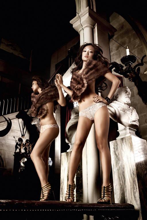 Кружевные стринги цвета слоновой кости Beauty Inside The Beast - фото 286842