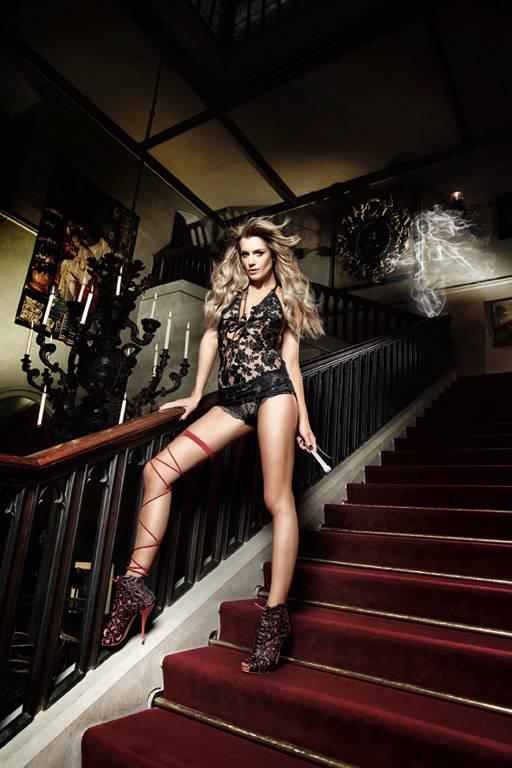 Черное кружевное платьице с завязками за шеей Deeper in Hell - фото 212833