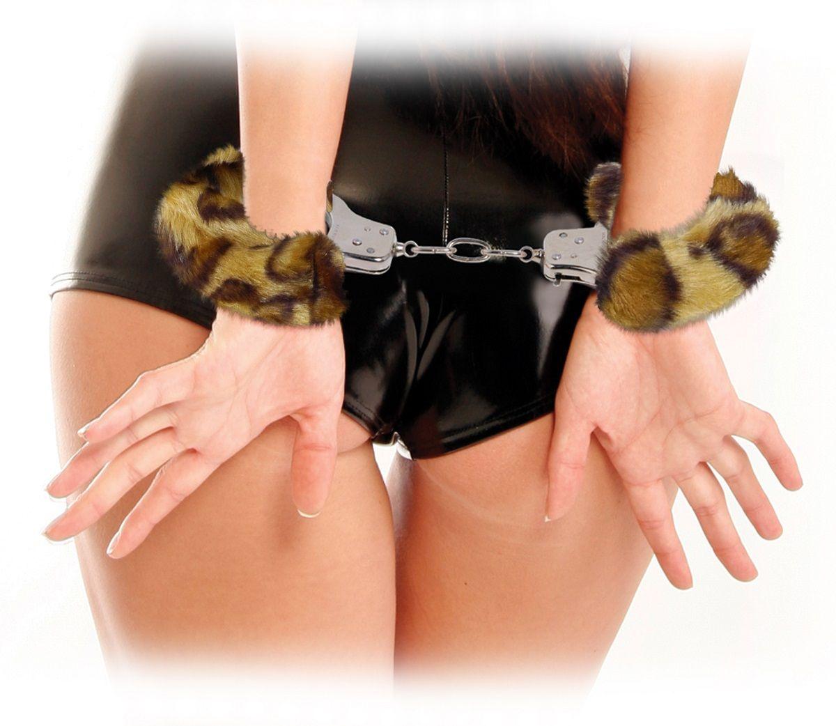 Наручники металлические с гепардовым мехом Original Furry Cuffs - фото 133540