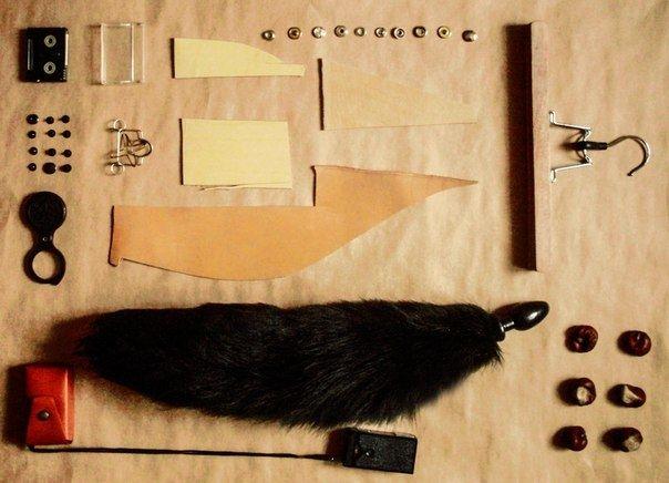 Большая анальная пробка черного цвета с черным лисьим хвостом - фото 133844