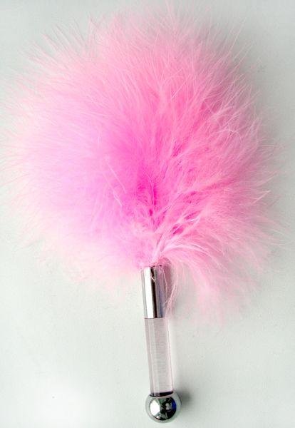 Щекоталка из розовых перьев с пластиковой ручкой - 17 см. - фото 177197