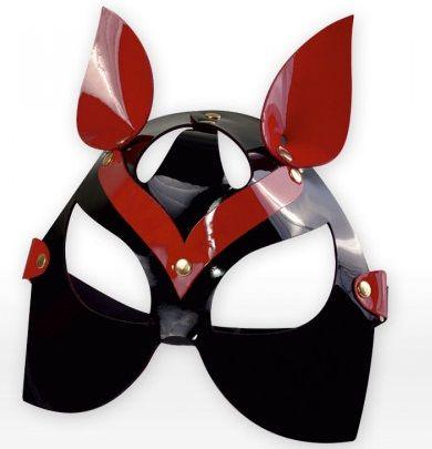 Черно-красная маска кошки из лаковой кожи
