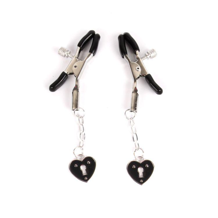Черные металлические зажимы на соски с декором в виде сердечек на цепочке