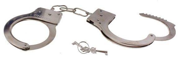 Серебристые металлические наручники с ключиками