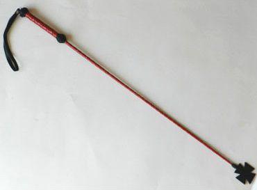 Короткий плетеный стек с наконечником-крестом и красной рукоятью - 70 см. - фото 137739
