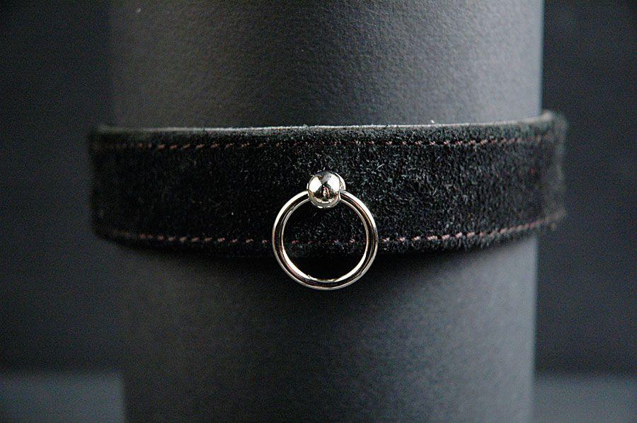 Узкий замшевый ошейник с застежкой-пряжкой и кольцом - фото 529850