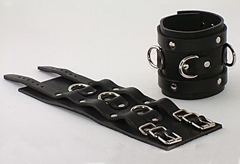 Чёрные не подшитые широкие наручник с 3 D-кольцами - фото 137799