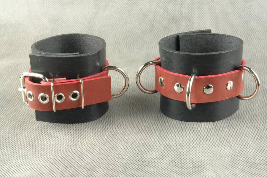 Чёрные не подшитые наручники с 3 сварными D-кольцами - фото 561647