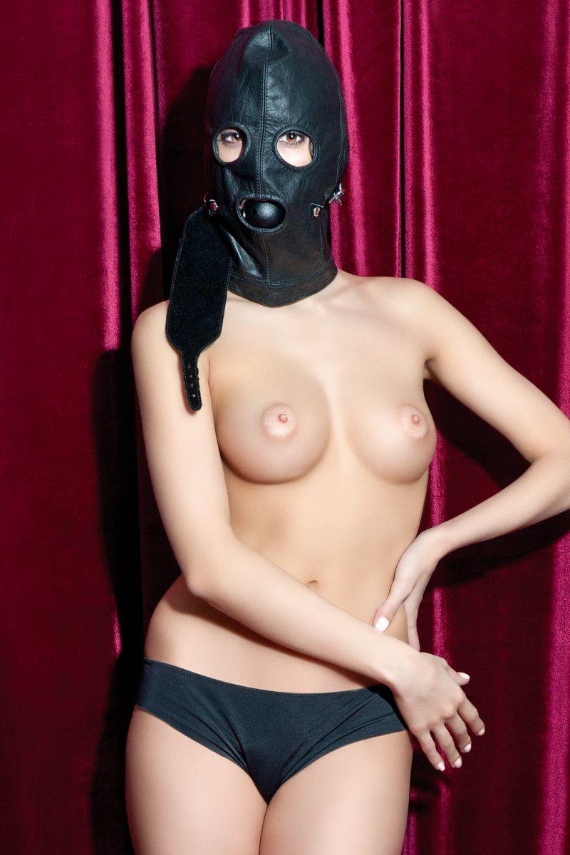 Чёрная кожаная маска с прорезями для глаз - фото 124267