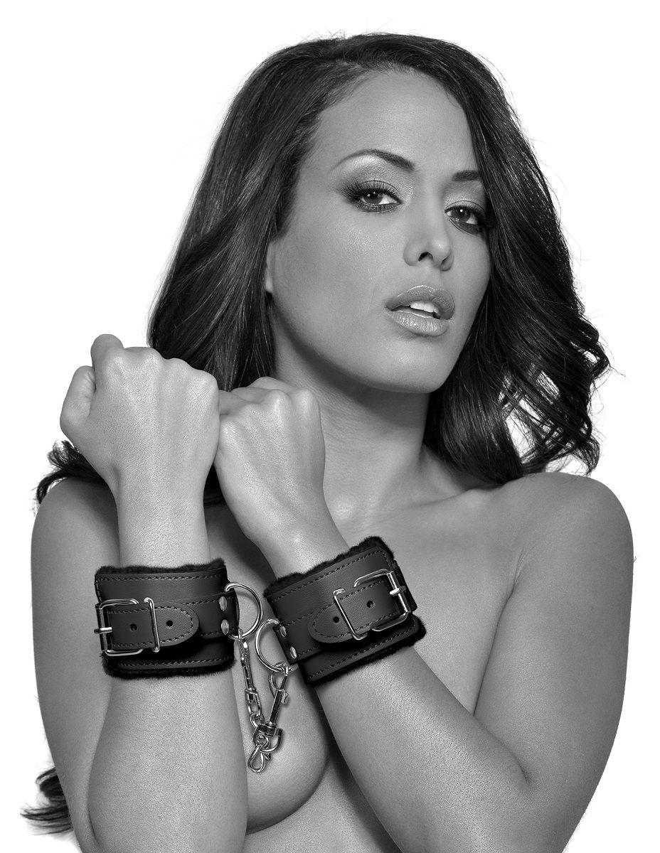 Чёрные наручники с меховой изнанкой Cumfy Cuffs - фото 124340
