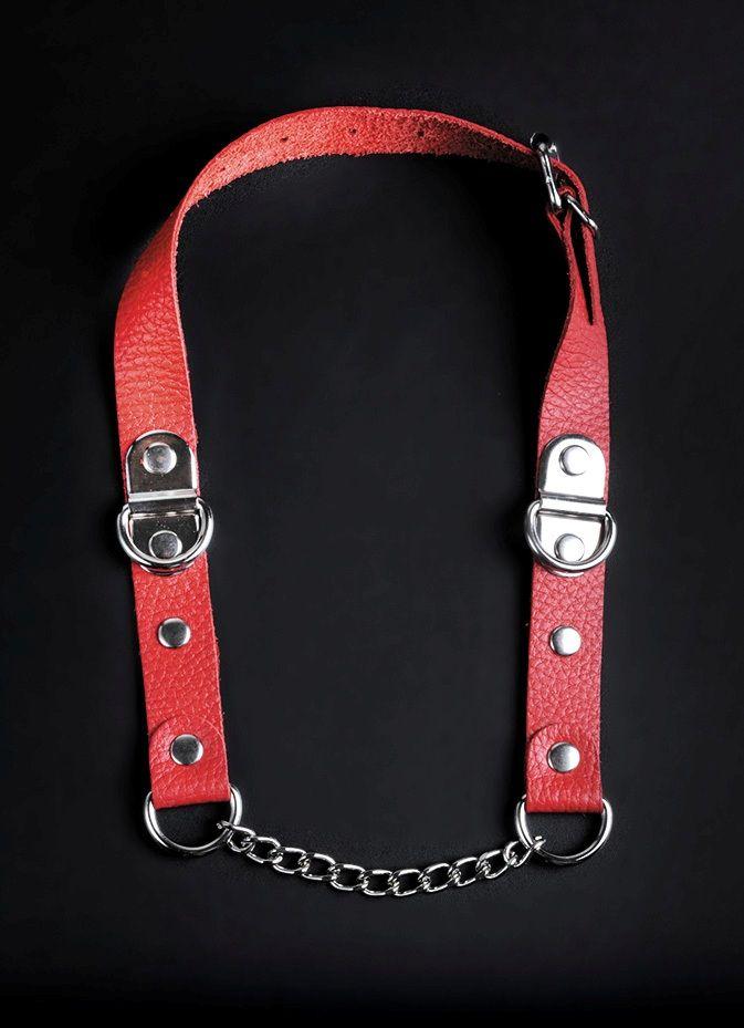 Красный кожаный кляп с цепью