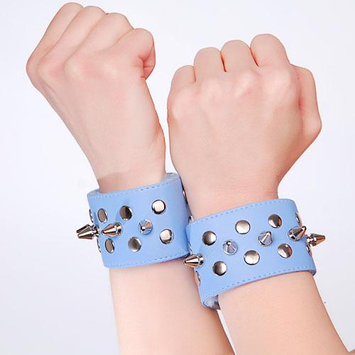 Голубые напульсники с шипами и заклепками - фото 140357