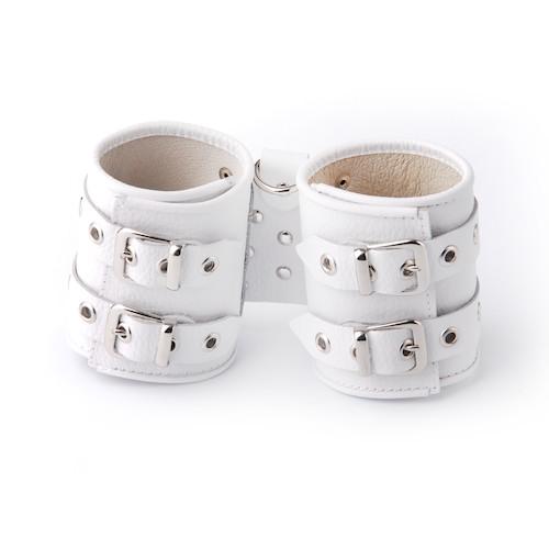 Белые кожаные наручники с подкладкой - фото 140373