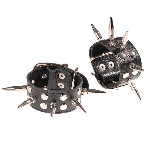 Черные кожаные наручники с шипами и заклепками  - фото 457006