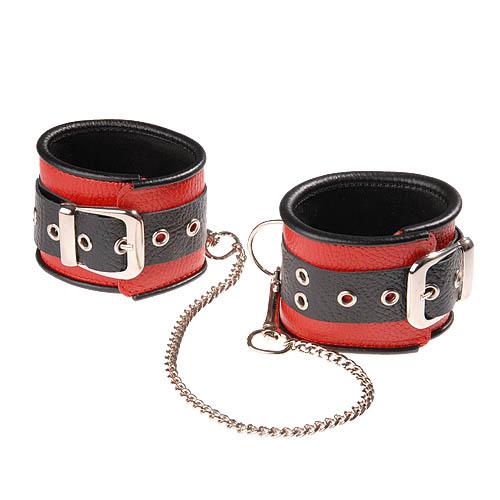 Красно-чёрные кожаные оковы, соединенные цепочкой - фото 215820