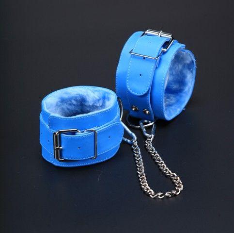 Голубые оковы на ноги с мехом внутри - фото 140519