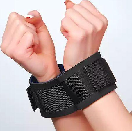 Чёрные наручники из неопрена - фото 140544