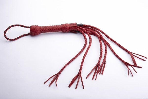 Красная кожаная плеть с хлопушками на кончиках - фото 125914