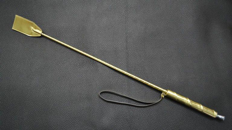 Золотистый стек с деревянной ручкой - 70 см.