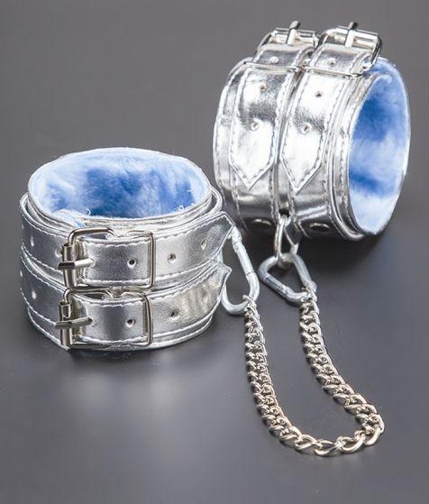 Серебристые оковы с мехом - фото 140621