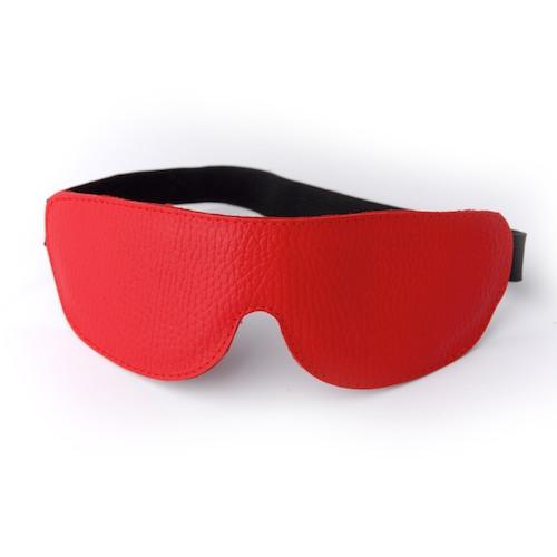 Красная кожаная маска на глаза на резиночке - фото 126092