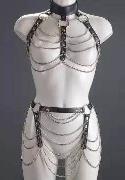 Женский комплект с цепочками: топ и юбка - фото 141966