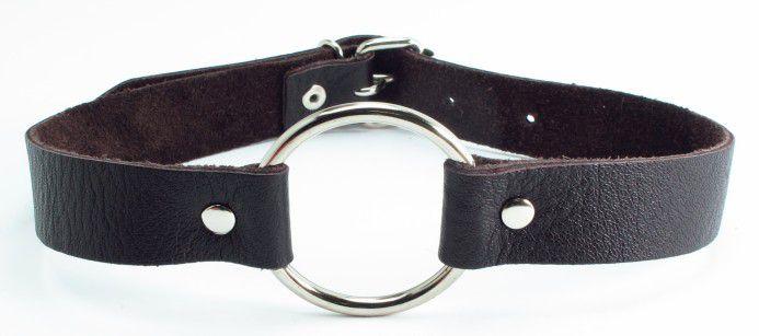 Коричневый кожаный кляп с металлическим кольцом