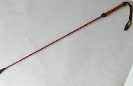 Короткий красный плетеный стек с наконечником-ладошкой - 70 см. - фото 146340