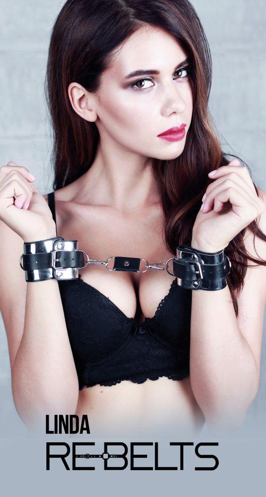 Черные наручники Linda Black с зеркальным элементом и ремнями - фото 1167451