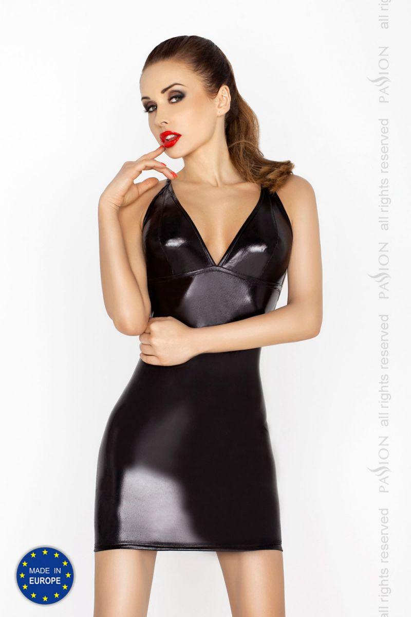 Строгое платье Hellen с открытой спиной и wet-блеском