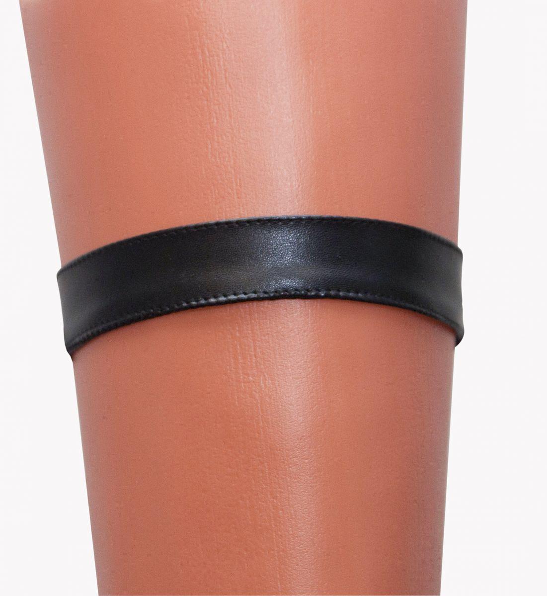 Чёрная кожаная подвязка