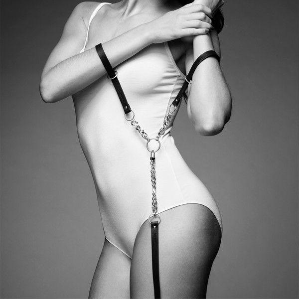 Чёрные наручники с петлёй MAZE T-RESTRAINTS - фото 1179472