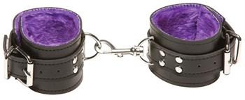 Чёрные кожаные наручники X-Play с фиолетовым мехом внутри