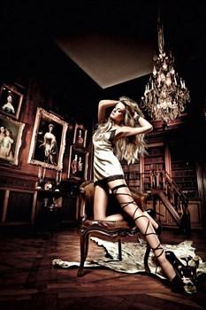 Платьице Beauty Inside The Beast золотистое с черными кружевными кромками