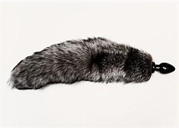 Большая анальная пробка черного цвета с серым лисьим хвостом
