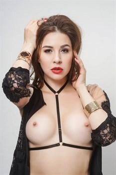 Эластичные стрепы вокруг груди и шеи