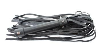 Черная плеть из натуральной кожи с проклепанной ручкой - 44 см.