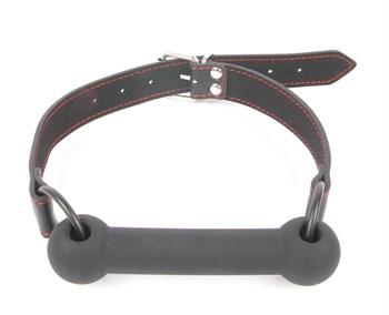 Черный силиконовый кляп-трензель на кольцах и регулируемом ремешке