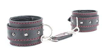 Черные наручники из натуральной кожи на карабинах