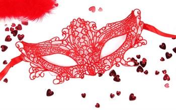 Красная ажурная текстильная маска  Марлен