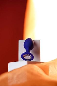 Синяя силиконовая анальная пробка Brilliant с прозрачным кристалллом - 7 см.