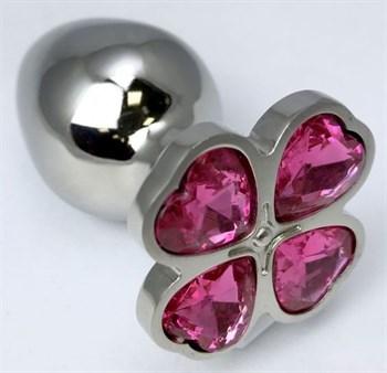 Серебристая анальная втулка с клевером из розовых кристаллов - 8 см.