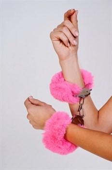 Шикарные наручники с пушистым розовым мехом