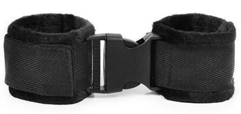 Черные мягкие наручники на липучке