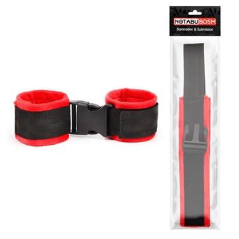 Красно-черные мягкие наручники на липучке