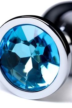 Серебристая конусовидная анальная пробка с голубым кристаллом - 8 см.